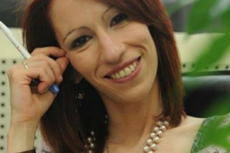 La scrittrice astigiana Manuela Caracciolo tra le
